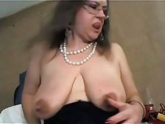 Amateur Big Boobs Mature MILF Nipples